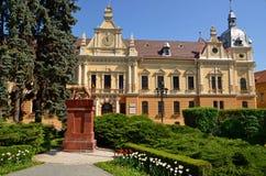 Curso a Romênia: Quadrado do centro da cidade de Brasov fotos de stock royalty free
