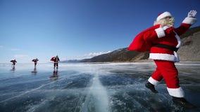 Curso Santa no Lago Baikal, dando laços video estoque