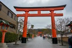 Curso Torii de Japão, entrada simbólica, em abril de 2018 fotografia de stock royalty free