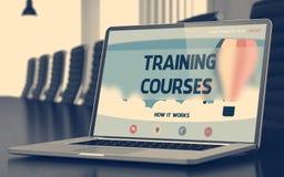 Cursos de aprendizaje en el ordenador portátil en sala de conferencias 3d Imagen de archivo libre de regalías