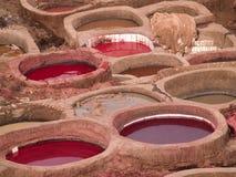Curtiduría de cuero en Fes, Marruecos Imágenes de archivo libres de regalías