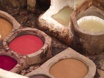 Curtiduría de cuero en Fes, Marruecos Imagen de archivo libre de regalías