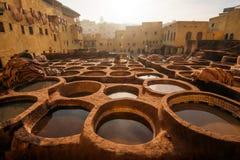 Curtumes da fábrica tradicional velha de Fes, Marrocos Foto de Stock Royalty Free
