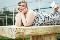 Curv добавочной женщины xxl бюстгальтера черноты модели размера молодое красивое busty стоковые фотографии rf