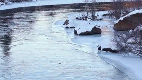 Curva apacible del fondo del río Nevado almacen de metraje de vídeo