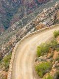 Curva apretada en el paso de Swartberg cerca de príncipe Albert, Karoo, Western Cape, Suráfrica Imágenes de archivo libres de regalías