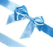 Curva azul do presente com fitas diagonais Fotografia de Stock