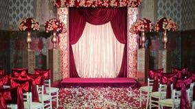 Curva bonita da tela na decoração do casamento da cadeira filme