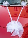 Curva branca em um carro vermelho Fotografia de Stock