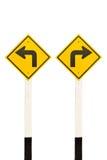 Curva de la izquierda y poste indicador de giro a la derecha del camino Imágenes de archivo libres de regalías