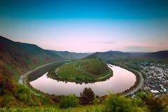 Curva de Mosela (Moselschleife) en el amanecer, Alemania Imagen de archivo