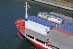 Curva de um navio de recipiente foto de stock royalty free