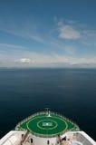 Curva de uma navigação do navio de cruzeiros em Alaska Imagem de Stock