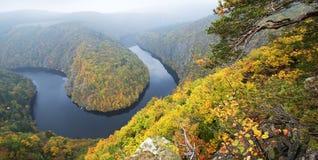 Curva del fiume in autunno Fotografia Stock