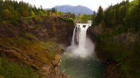 Curva del norte Washington Waterfall Riverflow Mt Si de las caídas de Snoqualmie almacen de metraje de vídeo