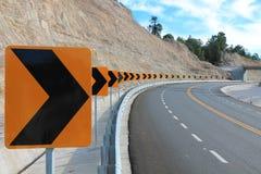 Curva della segnaletica stradale Fotografie Stock Libere da Diritti