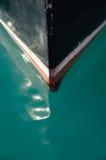 Curva desobstruída da água e do barco Fotos de Stock