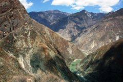 Curva di Omega, la prima curva sul fiume di Yang-c, Deqen, Cina Fotografia Stock Libera da Diritti