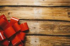 Curva do Natal em placas de madeira com espaço da cópia Cartão do feriado fotos de stock royalty free