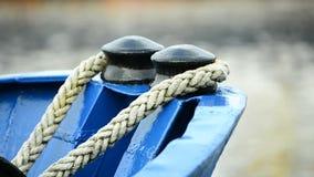 Curva do navio com linhas de amarração filme