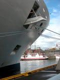 Curva do navio de cruzeiros fotos de stock