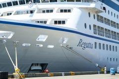 Curva do navio de cruzeiros na doca Fotografia de Stock Royalty Free