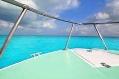 Curva do verde do barco no mar do Cararibe de turquesa Imagens de Stock Royalty Free