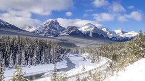 Curva doble del ` de Morant, parque nacional de Banff almacen de video