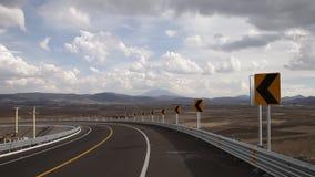 Curva e indicações da estrada filme