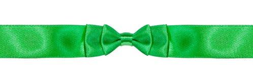 Curva-nó dobro simétrico na fita verde estreita Imagem de Stock