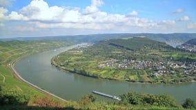 Curva pintoresca del río el Rin cerca de Filsen almacen de metraje de vídeo