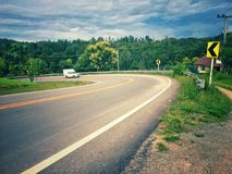 curva stradale sulla montagna Fotografie Stock Libere da Diritti