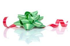 Curva verde do Natal com fita vermelha Imagens de Stock Royalty Free