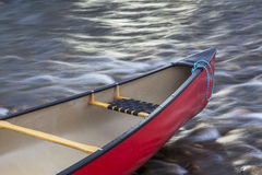 Curva vermelha da canoa Foto de Stock Royalty Free