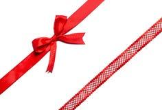 Curva vermelha da fita no branco Fotos de Stock Royalty Free