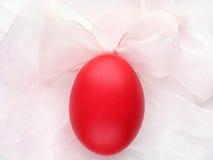Curva vermelha do ovo e da cor-de-rosa Fotografia de Stock Royalty Free