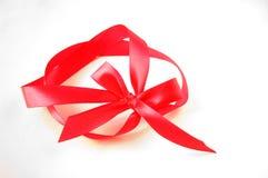 Curva vermelha do presente com fita Fotografia de Stock