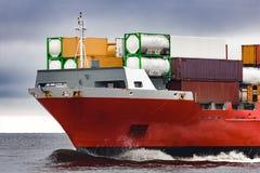Curva vermelha do ` s do navio de recipiente da carga Imagem de Stock Royalty Free