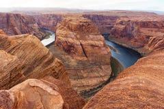 Curva y el río Colorado de herradura, Grand Canyon Imagenes de archivo