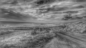 Curvando a estrada ao longo da estrada da Costa do Pacífico Tropeço do dia foto de stock