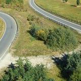 Curvando estradas no campo fotos de stock royalty free