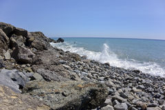 Curvando o oceano ventoso na praia de Thornhill, CA Fotos de Stock