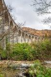 Curvar el viaducto del ferrocarril fotografía de archivo libre de regalías