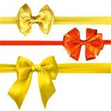 Curvas amarelas e alaranjadas do cetim isoladas no branco ilustração royalty free