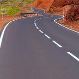 Curvas de la carretera con curvas de las islas Canarias en montaña fotografía de archivo libre de regalías