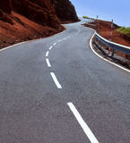 Curvas de la carretera con curvas de las islas Canarias en montaña foto de archivo libre de regalías
