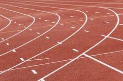 Curvas de la pista del atletismo fotografía de archivo libre de regalías