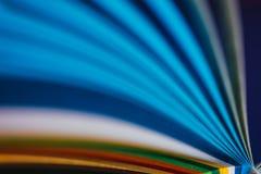 Curvas de papel quilling azules fotografía de archivo