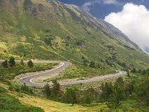 Curvas de un camino en la montaña foto de archivo libre de regalías