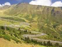 Curvas de un camino en la montaña fotos de archivo libres de regalías